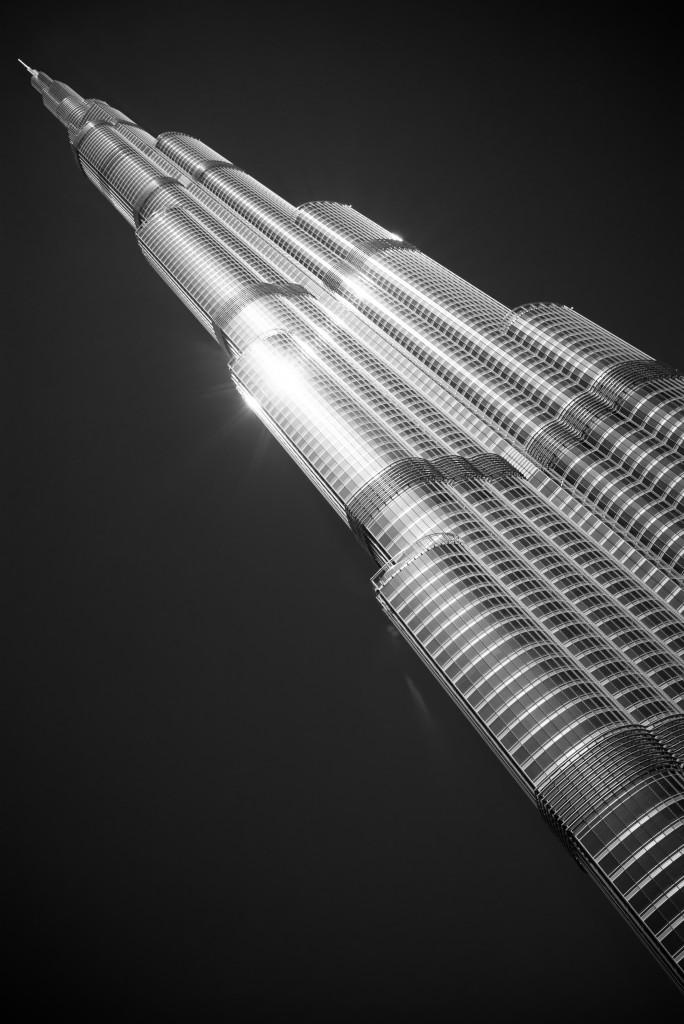 Burj Khalifa - wenn man direkt davor steht, sieht er gar nicht mehr so groß aus.
